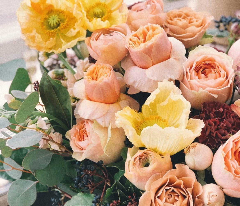 การมอบช่อดอกไม้แสดงความยินดี