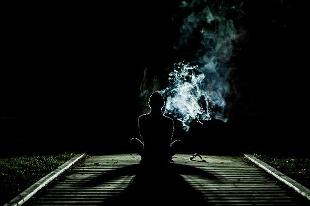 วิธีการสูบบุหรี่ไฟฟ้าและการใช้น้ำยาองุ่นยาวSalt อย่างถูกต้อง
